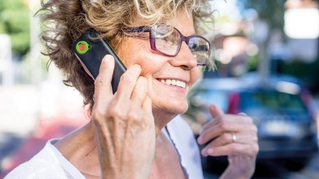 Tecnologici senza sforzo a tutte le età con i prodotti Custom Phone