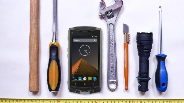 RUGGED PHONE, CHE PASSIONE! Tutti i vantaggi di un telefono  resistente nel vero senso della parola.